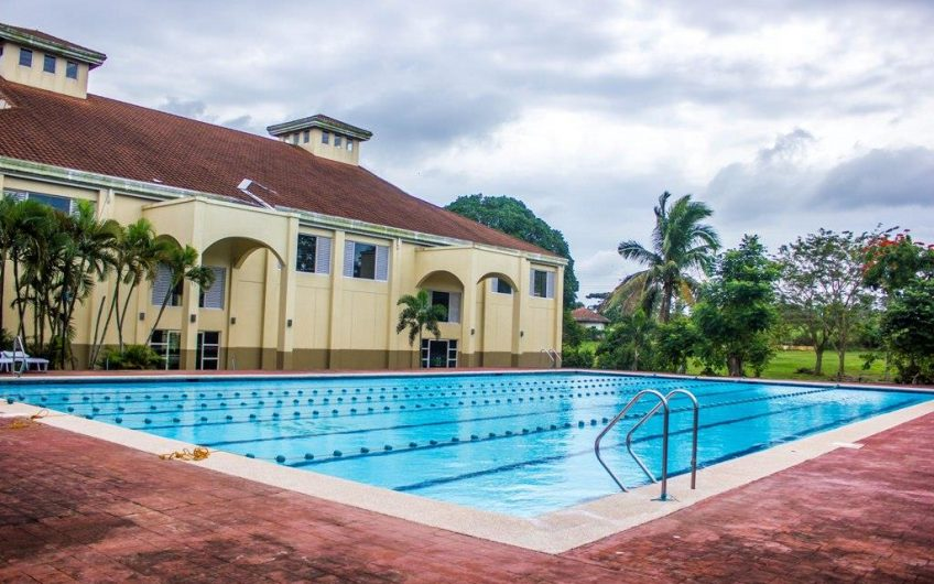 House For Sale With Country Club Amenities Near Tagaytay